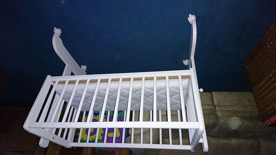 Stubenwagen von alvi in weiß mit extra weicher matratze und